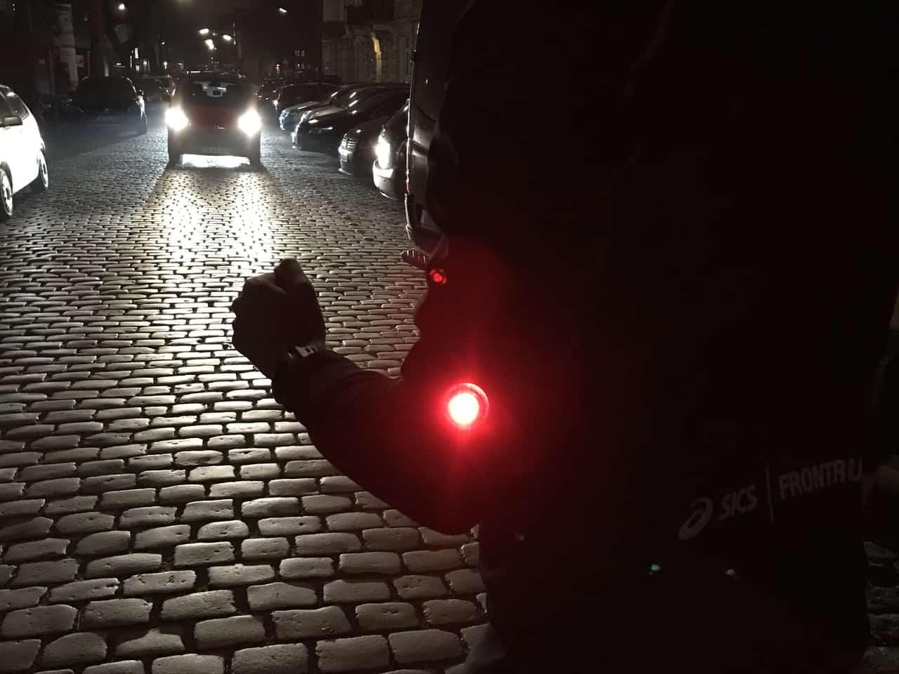 Orbiloc im Test: sicher im Dunkeln laufen