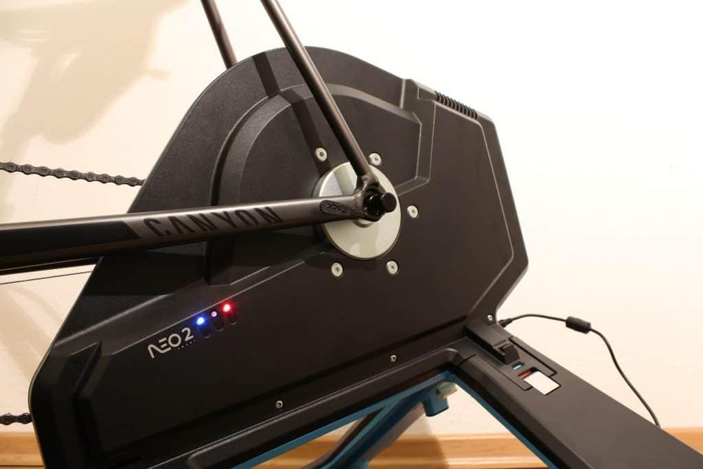 Tacx Neo 2 Smart Seitenansicht mit LEDs